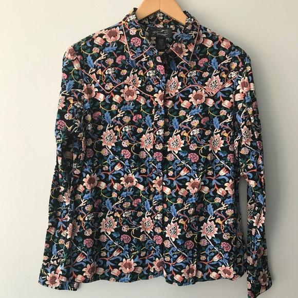 5e7943b1a4027 Wrangler Vintage Floral Button Down Top. M 5b7c7bef1b32942978f32e73